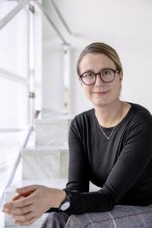Hanna Haensell grüßt als Justiziarin beim Wort & Bild Verlag – Foto: Wort & Bild Verlag/J.Bradley